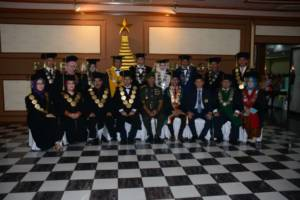 Pangdam V Brawijaya, Mayjen TNI Arif Rahman mewisudakan 234 Mahasiswa Unmer Surabaya. Foto: Dok. Penrem/Kodam