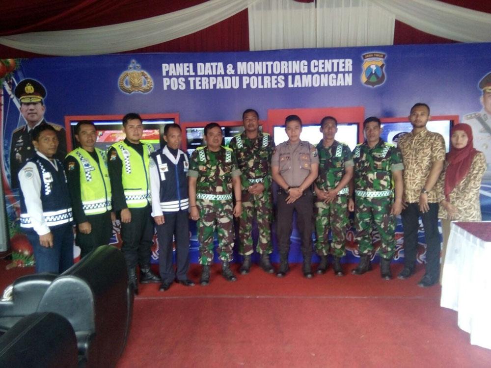 Menyambut Tahun Baru 2018, Koramil Jajaran Kodim 0812 Lamongan menyiagakan seluruh personelnya untuk melaksanakan pengamanan di wilayah yang menjadi sektor tanggung jawabnya, Jumat (29/12/2017). Foto: Penrem/Kodim Lamongan