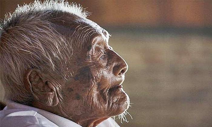 Sodimejo atau Mbah Gotho, seorang warga Sragen Jawa Tengah dinobatkan sebagai manusia tertua di dunia. Umurnya mencapai 146 tahun. Foto: EPA