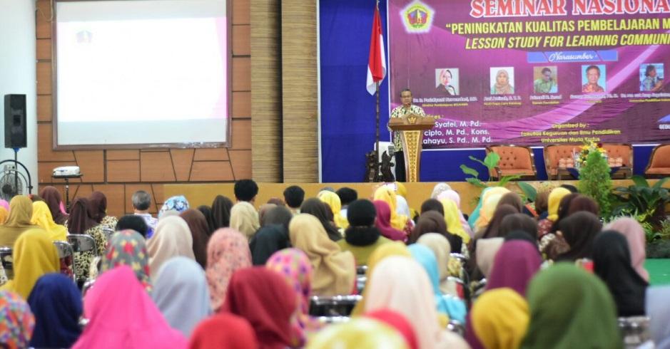 Seminar nasional bertajuk Peningkatan Kualitas Pembelajaran melalui Lesson Study for Learning Community'' di Auditorium Kampus UMK, Selasa (12/12/2017). Foto: Rosisi/NusantaraNews
