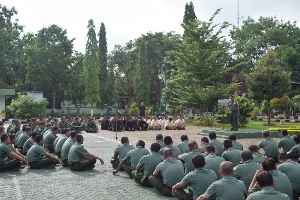 Komandan Kodim 0811 Tuban Letnan Kolonel Infanteri Nur Wicahyanto saat jam komandan, Senin (8/1/2018). Foto: Dok. Penrem