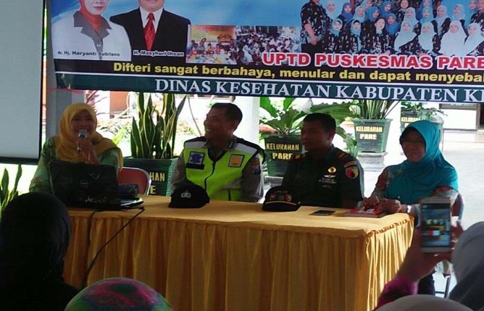 Sosialisasi ORI (outbreak response immunization) Difteri di balai Kelurahan Pare, Kediri, Jawa Timur, Rabu (31/1/2018). Foto: Dok. Istimewa/NusantaraNews