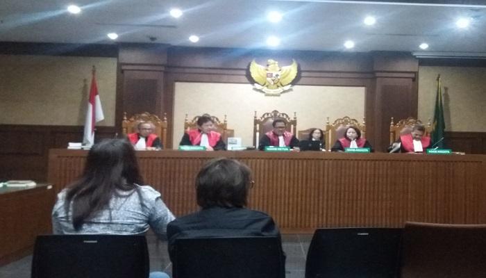 irektur PT Mekarindo Abadi Sentosa, Neni bersaksi dalam sidang lanjutan perkara e-KTP dengan terdakwa Setya Novanto di Pengadilan Tindak Pidana Korupsi (Tipikor) Jakarta Pusat, Senin, (15/1/2018). Foto: Restu Fadilah/NusantaraNews
