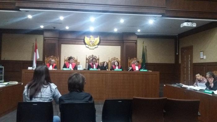 Direktur PT Mekarindo Abadi Sentosa, Neni bersaksi dalam sidang lanjutan perkara e-KTP dengan terdakwa Setya Novanto di Pengadilan Tindak Pidana Korupsi (Tipikor) Jakarta Pusat, Senin, (15/1/2018). Foto Restu Fadilah/ NusantaraNews