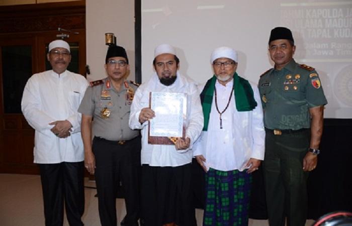 Ciptakan Kondusifitas Wilayah, Ulama se-Madura Kumpul di Mapolda. Foto: Dok. Istimewa/NusantaraNews