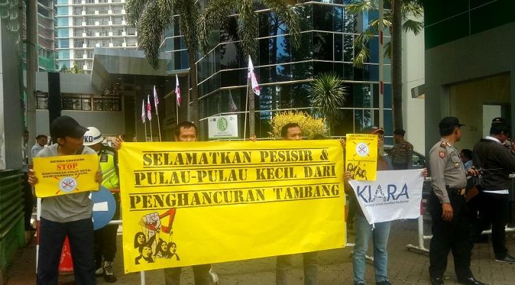 Beberapa orang yang menghimpunkan diri sebagai Jaringan Advokasi Tambang datangi Kemenkumham (Foto Istimewa)