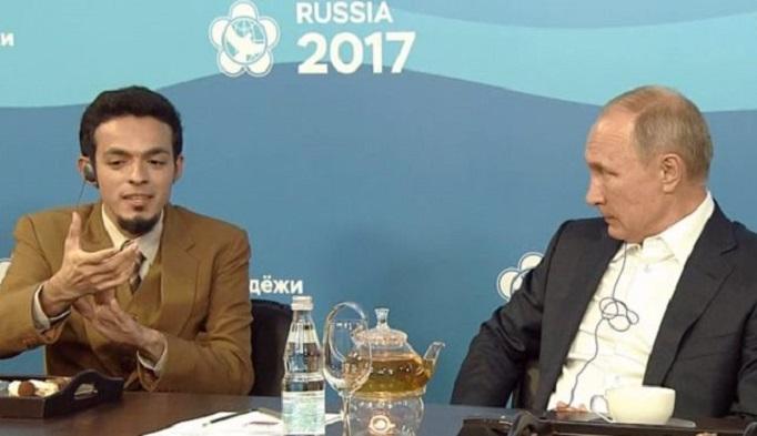 CEO Indonesia Medika dr Gamal Albinsaid bersama Presiden Rusia Vladimir Putin. Foto: Dok. bbc.com