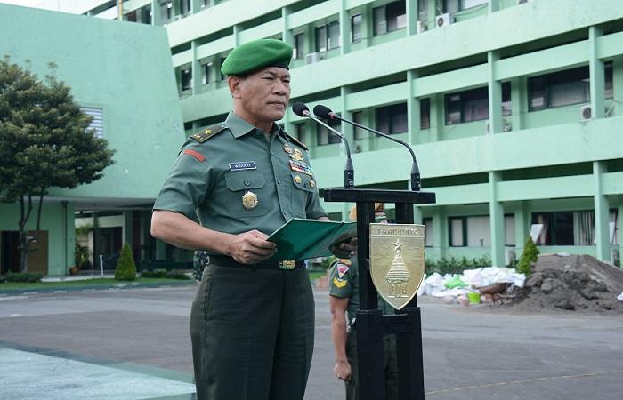 Kepala Staf Kodam (Kasdam) V/Brawijaya Brigjen TNI Widodo Iryansyah menyampaikan rasa terima kasih kepada seluruh prajuritnya selama melewati tahun 2017 dengan penuh dedikasi dan semangat pengabdian yang tinggi. Foto: Istimewa