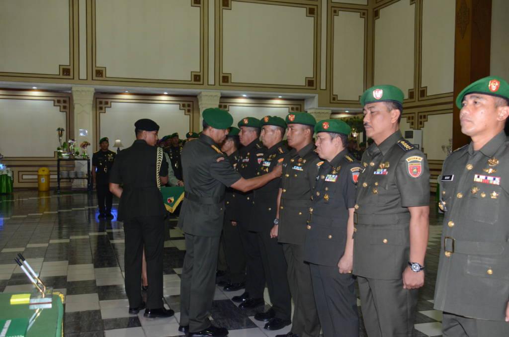 Sebanyak 6 Perwira Menengah (Pamen) akhirnya secara resmi menduduki jabatan barunya. Foto: Dok. Kodam V Brawijaya