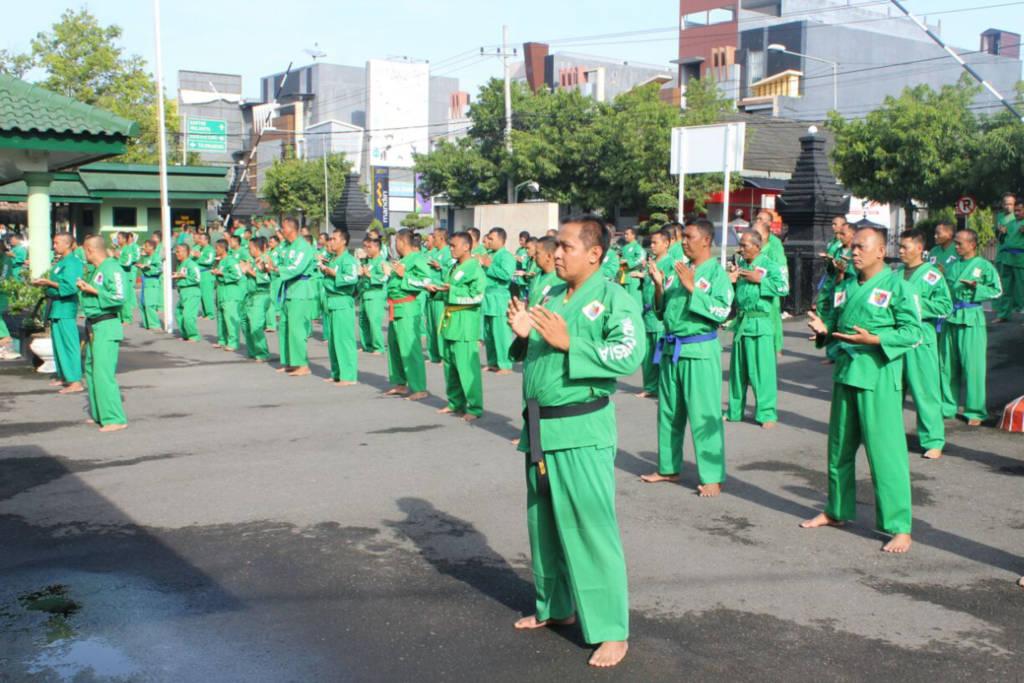 Prajurit Kodim 0808 Blitar melaksanakan latihan bela diri wajib, Yongmoodo