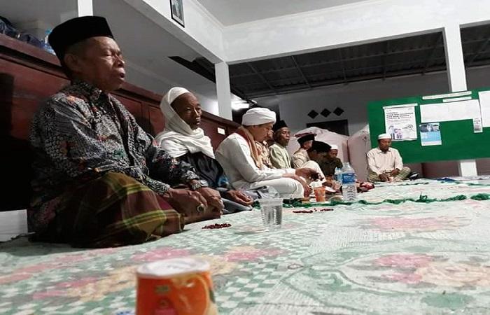 Suasana Pembacaan 4.444 Shalawat Nariyah untuk Desa Pragaan Daya. Foto: Mahdil Alhabib/NusantaraNews