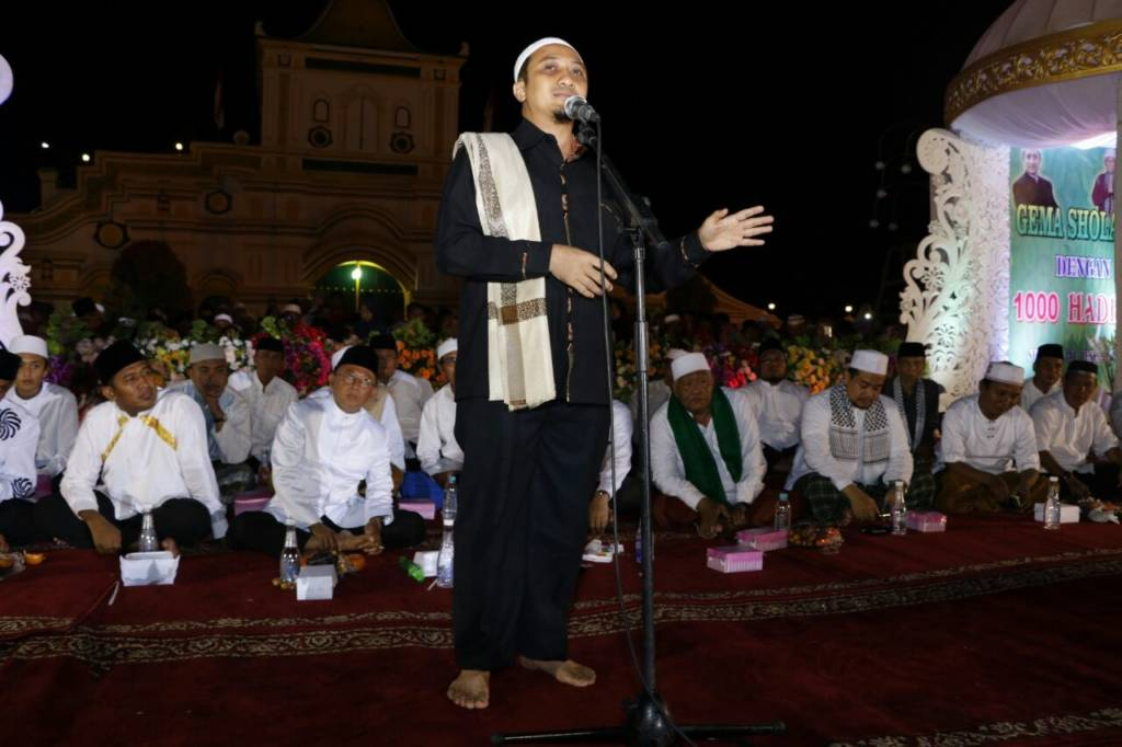 Ustadz Yusuf Mansur mengisi pengajian di Sumenep dalam rangka menyambut pergantian tahun 2017 ke 2018. Foto: Mahdi Alhabib/NusantaraNews