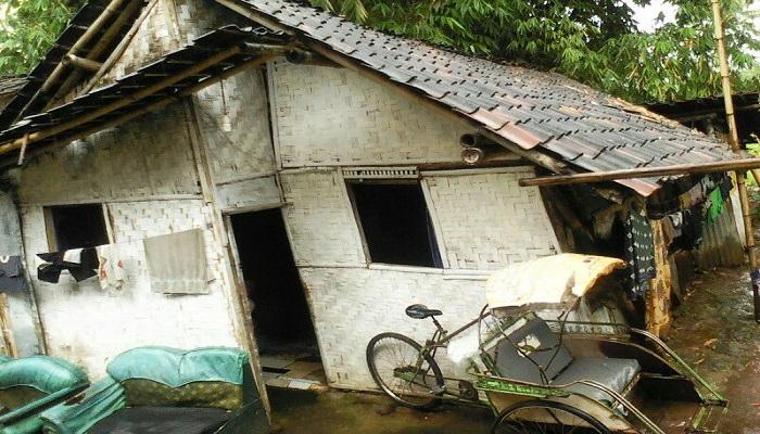 Kondisi prihatin rumah seroang warga di Kelurahan Gebang, Kecamatan Patrang, Kabupaten Jember, Jawa Timur.