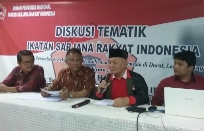 Diskusi bertajuk Membedah Persoalan & Rekomendasi Kedaulatan Indonesia di Darat, Laut dan Angkasa diselenggarakan Ikatan Sarjana Rakyat Indonesia (ISRI) di Kawasan Cikini, Jakarta Pusat pada Sabtu (13/1). Foto: Dok. NusantaraNews