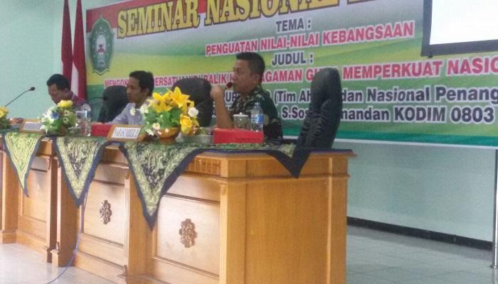 Komandan Kodim 0803/Madiun Letkol Inf Rachman Fikri menjadi narasumber di acara seminar kebangsaan di MAdiun. Foto: Arief Safuan/NusantaraNews