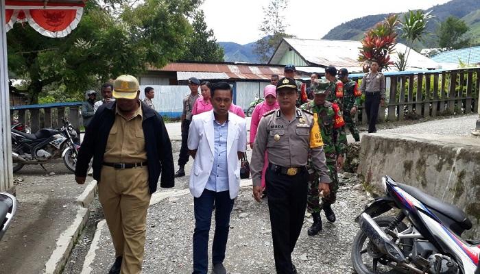 Kapolres Tolikara AKBP Mada Indra Laksanta dalam rangka mendeteksi dini Kejadian Luar Biasa (KLB) di Kabupaten Tolikara, membentuk penanganan Satgas Gabungan Papua Sehat. Foto: Kasrim/NusantaraNews