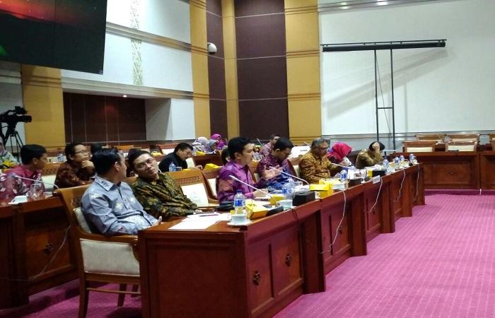 Rapat Dengar Pendapat (RDP) Komisi Penyiaran Indonesia (KPI) Pusat bersama Komisi I DPR RI. Rapat yang digelar di Ruang Rapat Komisi I itu berlangsung pada hari Selasa (30/1).