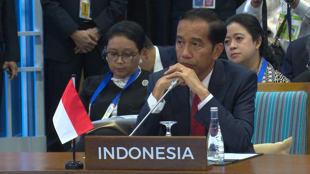Presiden Jokowi saat berbicara pada Pleno KTT ke-31 ASEAN di Manila, Filipina, Senin (13/11). Foto: BPMI/Via Setkab