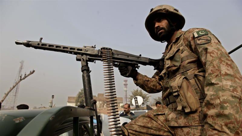 Tentara militer Pakistan (Military of Pakistan) terus memerangi kelompok militan Lashkar-e-Islam di daerah suku Khyber. Foto: EPA