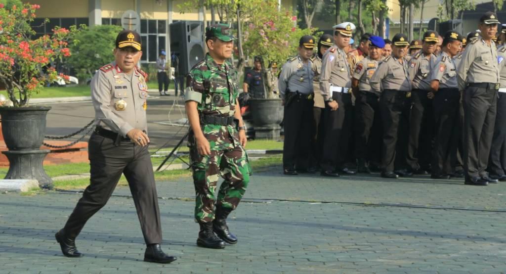 Apel pasukan Mantap Praja Semeru yang berlangsung di Mapolda Jatim, Jumat (5/1/2018). Foto: Dok. Penrem