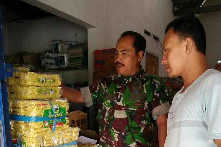 Pemantau stock beras dan beberapa kebutuhan pokok di Tuluagung (Foto Istimewa/Nusantaranews)