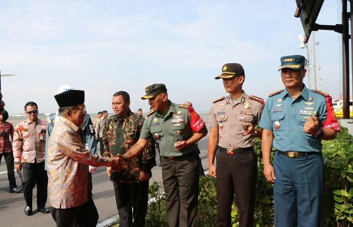 Wapres RI, Jusuf Kalla tiba di Bandara Juanda, Kota Surabaya. Jumat, 19 Januari 2018 pagi. Foto: Istimewa