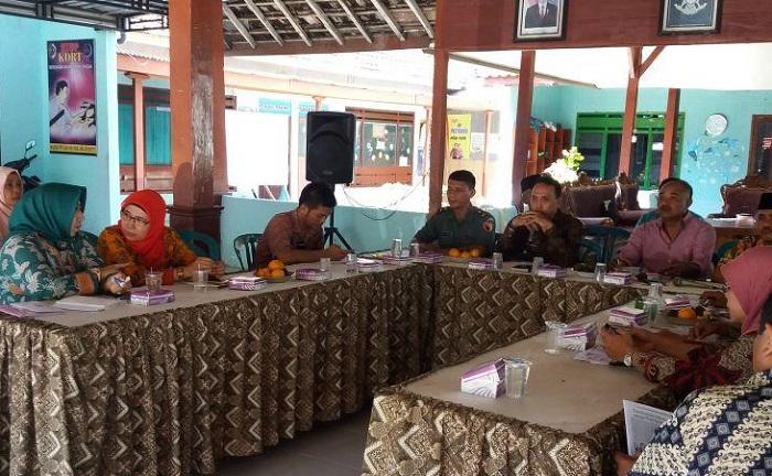 Penyuluhan penyakir difteri sekaligus rapat koordinasi Asosiasi Kepala Desa Sekacamatan Kemlagi, Mojokerto (Foto Istimewa Nusantaranews)