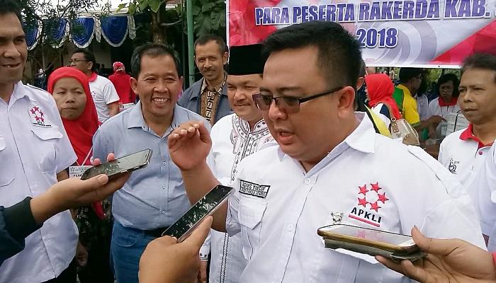 Sekjend DPP APKLI Agus Yusuf, Wakil Bupati Semarang, Ngesti Nugraha (berpeci), Bersama Anggota DPR RI, H Fadholi. Foto: Dok. Istimewa