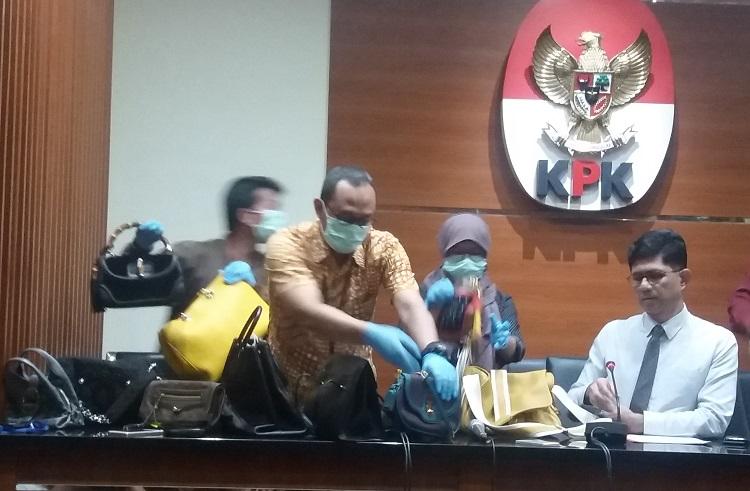 Tas Mewah milik mantan Bupati Kukar Disita KPK (Foto Restu Fadilah/Nusantaranews)