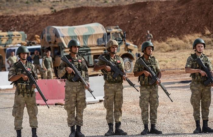 Tentara Turki yang beroperasi di perbatasan Turki-Suriah. Foto: Ilyas Akengin/AFP/Getty Images