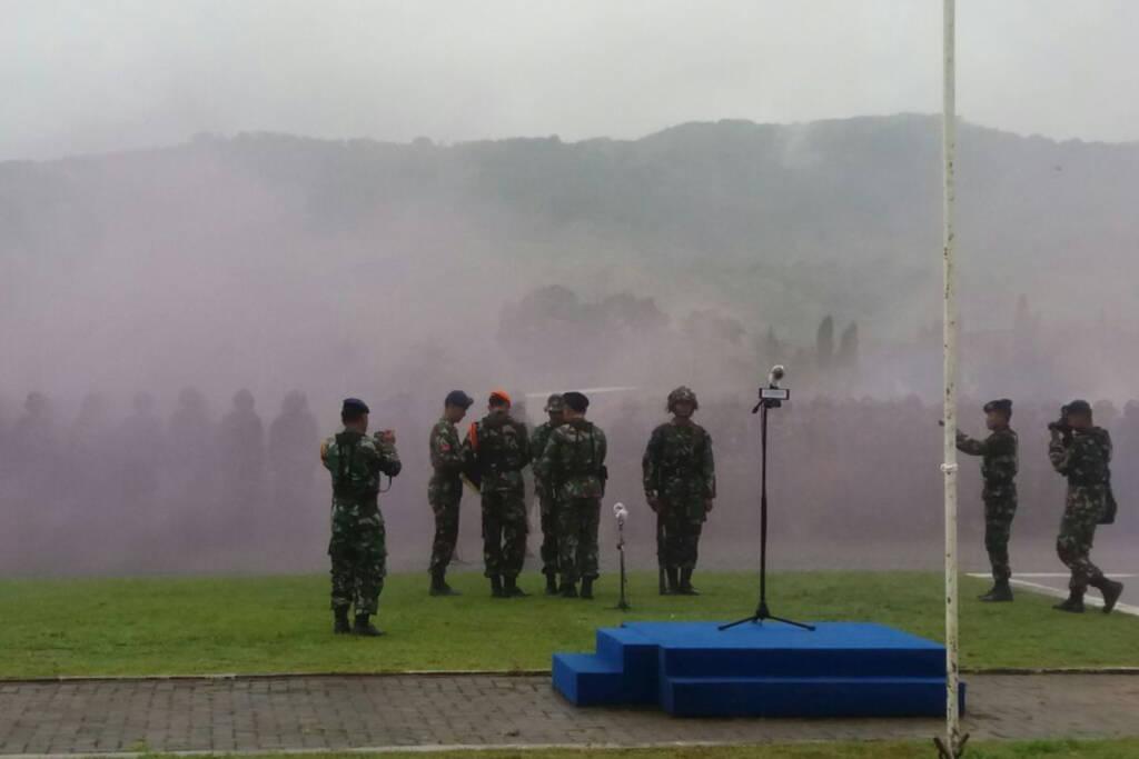 Sebanyak 379 siswa Semaba TNI AU angkatan ke-42 digembleng latihan berganda pada Kamis (11/1/2018) di lapangan Detasemen Meteorologi Pacitan Jalan WR Supratman Kelurahan Sidoharjo, Kecamatan Pacitan. Foto: Istimewa