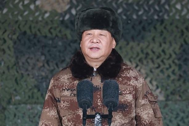 Presiden China Xi Jinping berpidato di depan ribuan tentarannya. Foto: Xinhua/REX/Shutterstock
