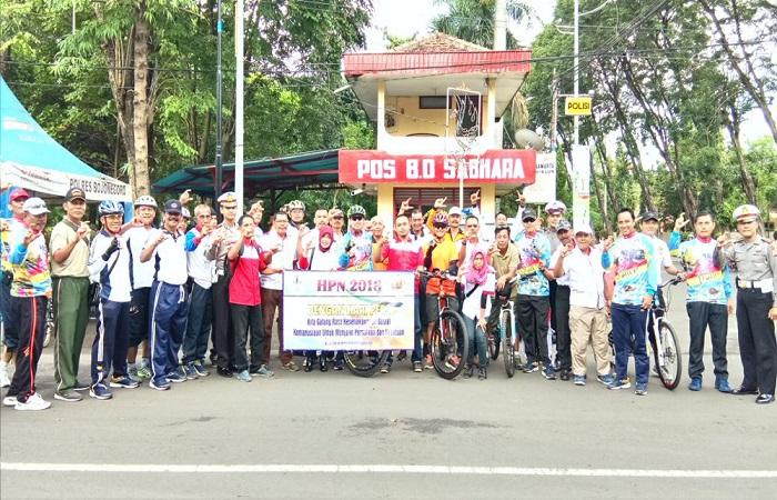 Kodim dan Polres Bojonegoro bersama Wartawan Bojonegoro Bersatu (WBB) memperingati Hari Pers Nasional (HPN). Foto: Dok. Istimewa/NusantaraNews