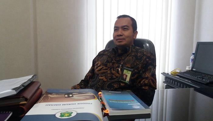 Direktur Utama BPRS Bhakti Sumekar, Novi Sudjatmiko saat ditemui di ruangannya. (Foto: Kafi Hidayat/NusantaraNews)