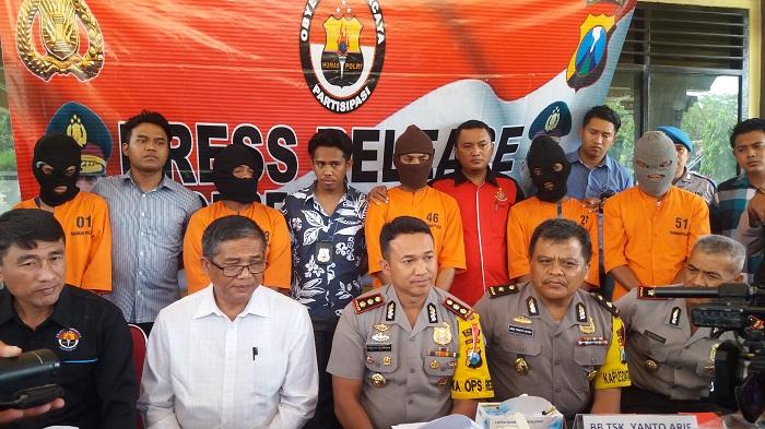 Lima orang komplotan pencuri barang berharga di dalam mobil dibekuk jajaran Satreskrim Polres Sumenep, Madura, Jawa Timur. Foto Mahdi/ Nusantaranews