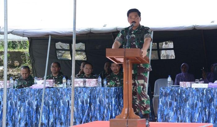 Sambutan Panglima TNI, Marsekal TNI Hadi Tjahjanto dalam kunjungannya di Satuan Radar, yang berlokasi di Desa Nglinyep, Kecamatan Bantur, Kabupaten Malang an. (FOTO: NUSANTARANEWS.CO/Dodiet Lumwarton)