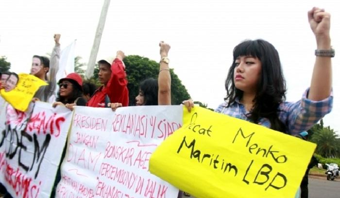 Aktivis Jaringan Aktivis Pro Demokrasi (ProDEM) saat menggelar aksi demonstrasi menolak proyek reklamasi. Foto: Merdeka