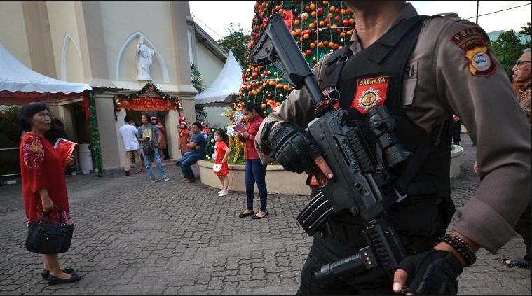 Bersenjata lengkap polisi amankan gereja (Ilustrasi)