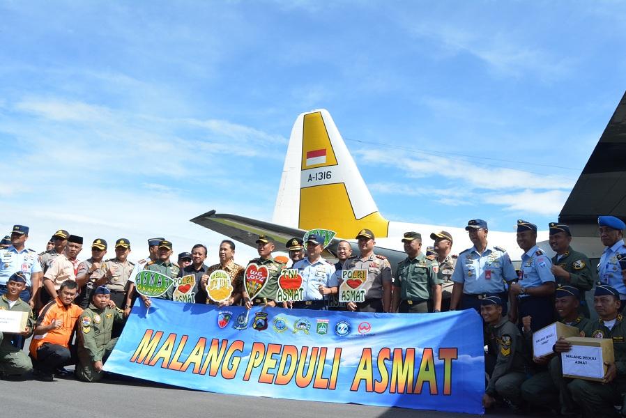 Komando Resor Militer 083 Baladhika Jaya menyalurkan bantuan berbagai kebutuhan ke Asmat yang diberangkatkan pada Sabtu (10/2) melalui Lanud Abd. Saleh Malang.