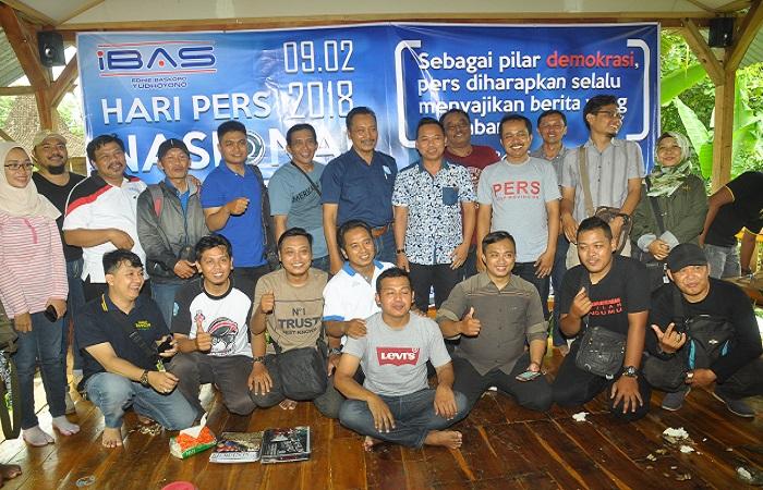 Relawan Ibas ajak wartawan Ponorogo sambangi desa wisata serta potensi UMKM. (Foto: Muh Nurcholis/NusantaraNews)