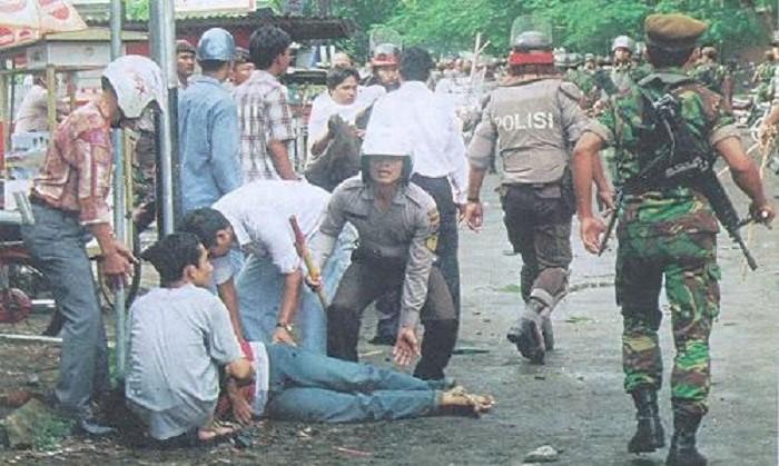 "Peristiwa ""Gejayan Kelabu"", demonstrasi mahasiswa mei 1998 di Yogyakarta. Foto: Kaskus"