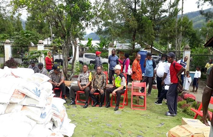 Wakil Bupati Kabupaten Tolikara, jajaran Polres Tolikara dan masyarakat mempersiapkan peringatan Hari Ulang Tahun ke-55 GIDI. (Foto: Kasrim/NusantaraNews)