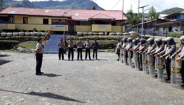 melakukan latihan serius guna mengantisipasi berbagai potensi ancaman gangguan ketertiban dan keamanan (Kamtibmas) menjelang pelaksanaan Pilkada Serentak pada Juni 2018 mendatang.