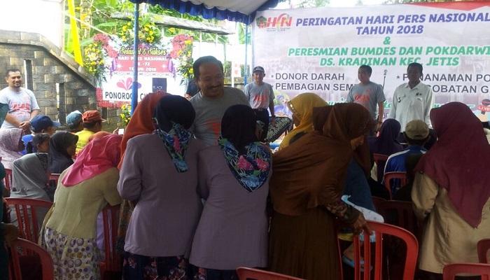 Bupati Ponorogo, Ipong Muchlissoni mengapresiasi dan salut atas kegiatan Komunitas Wartawan Ponorogo (KWP) yang memilih acara sosial kemasyarakatan dalam memperingati Hari Pers Nasional tahun 2018. (Foto: Muh Nurcholis/NusantaraNews)