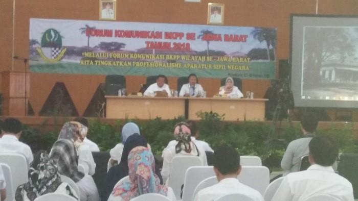 Ratusan ASN hadiri Acara Forum Komunikasi Badan Koordinasi Pemerintahan Propinsi (BKPP) wilayah II di Gedong sigrong Purwakarta, Rabu (7/2/2018). Foto: NusantaraNews/Fuljo