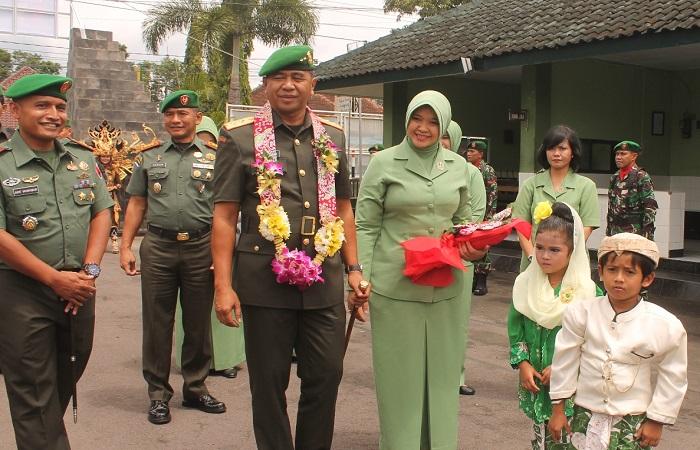 Panglima Kodam V Brawijaya Mayjen TNI Arif Rahman saat kunjungan ke Kodim 0824 Jember, Kamis (15/2/2018). (Foto: Istimewa)