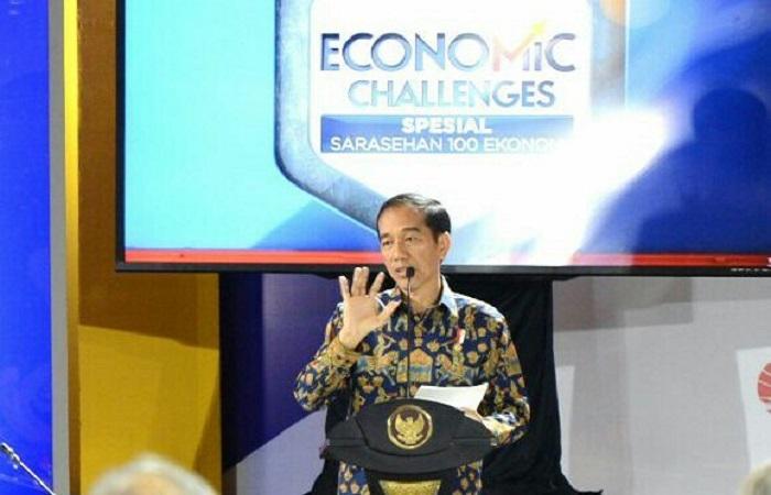 residen Jokowi dalam Sarasehan 100 Ekonom Indonesia di Hotel Fairmont. (Foto: Dok. Nusantaranews)