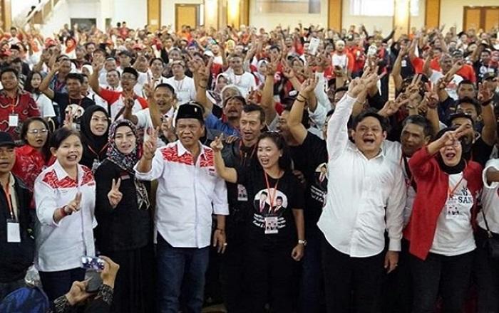 Calon wakil gubernur Jawa Barat Anton Charliyan saat menggelar rapat besar koordinator relawan pemenangan paslon Hasanah di Hotel Asrilia, Kota Bandung. (Foto: Istimewa)