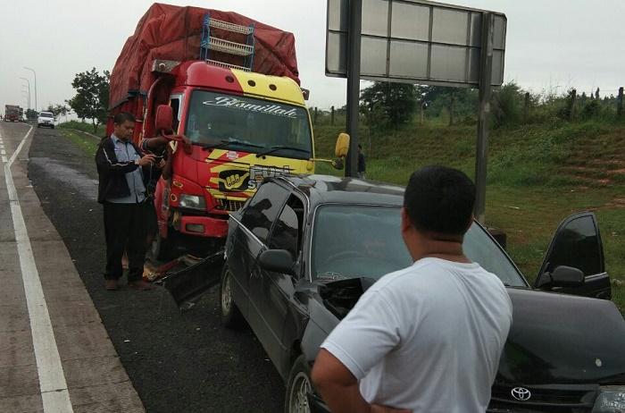Kecelakaan beruntun di Tol Cikopo (Foto Fuljo/Nusantaranews.co)