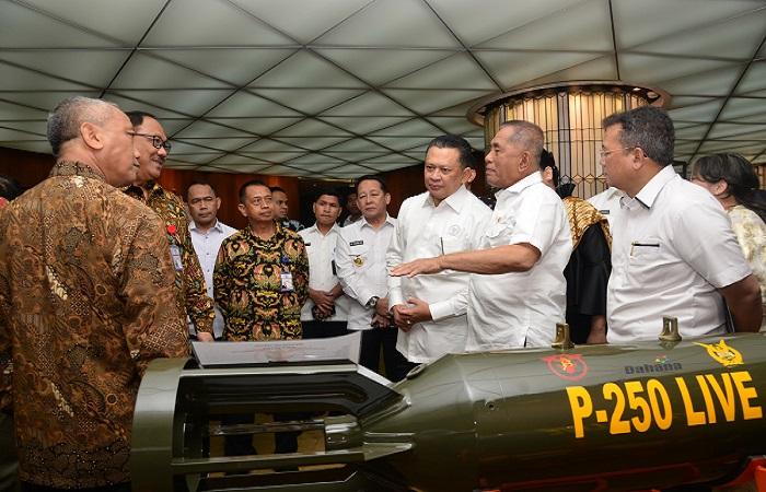 Menteri Pertahanan Ryamizard Ryacudu meminta industri pertahanan swasta nasional dukung Kemhan wujudkan kemandirian industri pertahanan. (Foto: Dok. Kemnhan)